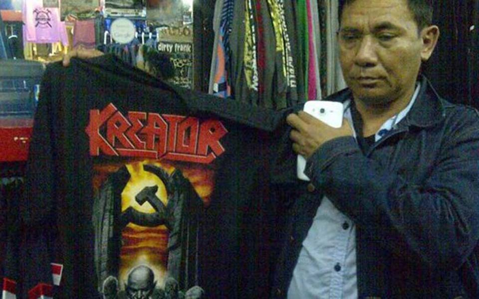 Kreator hammer-and-sickle T-shirt - May 2016 (Merdeka)