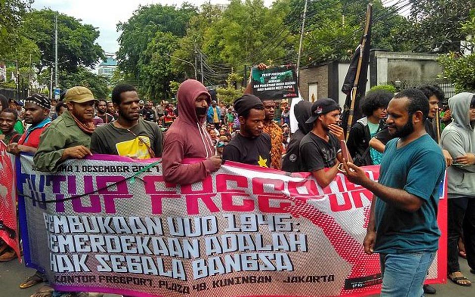 Protest in Central Jakarta calls for Freeport closure - December 1, 2017 (Warta Kota)