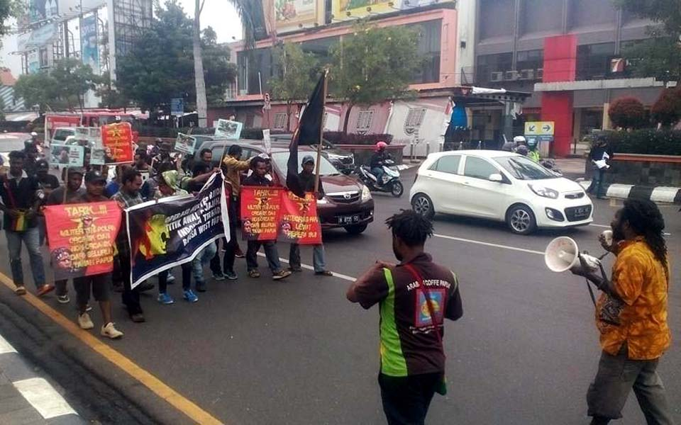 FRI-WP and AMP protest in Semarang - December 19, 2017 (Rico Tude)
