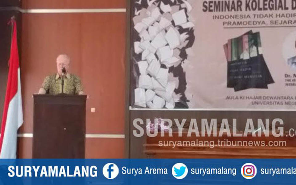 Max speaking at Malang State University - October 3, 2017 (Surya Malang)