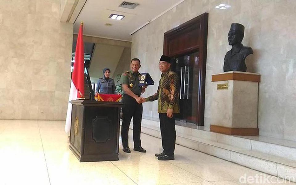 Nurmantyo and Effendy sign MoU - December 4, 2017 (Detik)