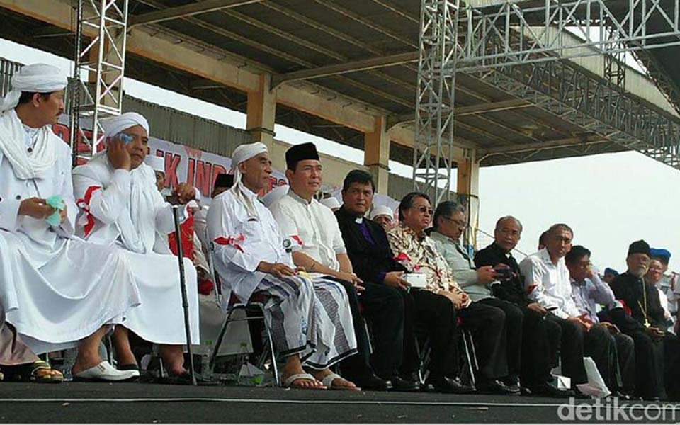 Tommy Suharto (seated centre left with back peci) at FPI anniversary - August 19, 2017 (Detik)