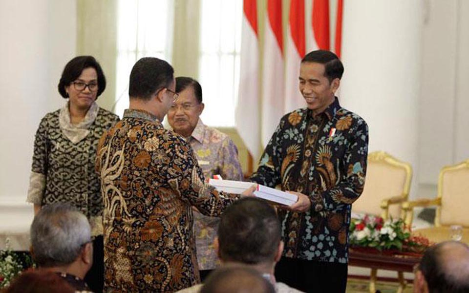 Widodo hands DIPA over to Jakarta Governor Anies Baswedan - December 6, 2017 (Tempo)