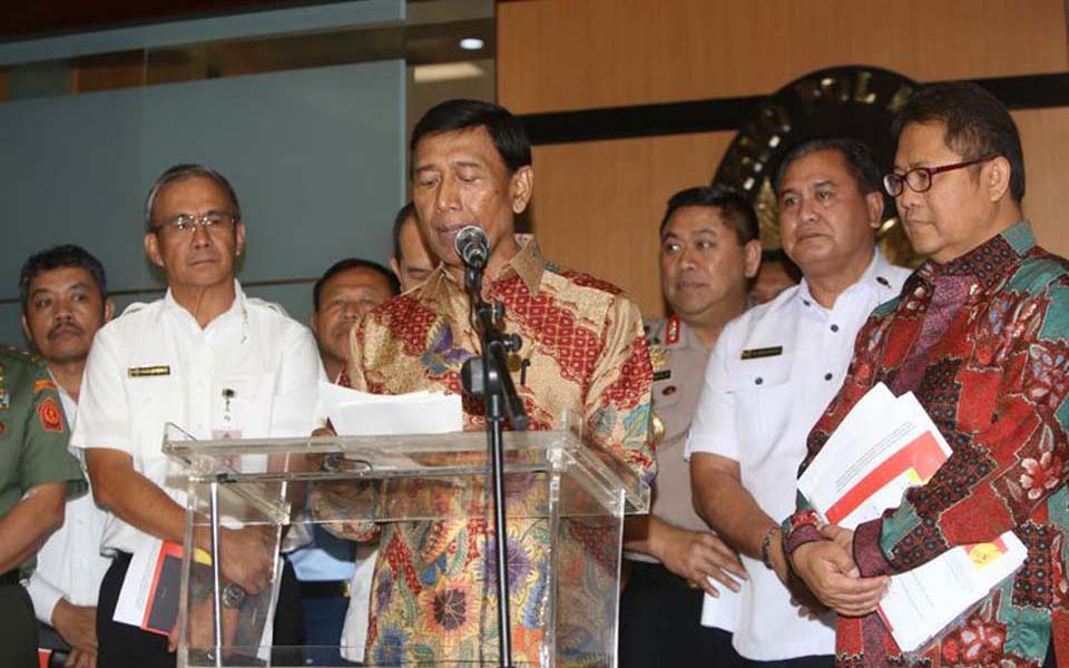 Security chief Wiranto speaks at press conference in Jakarta - July 12, 2017 (Kompas)