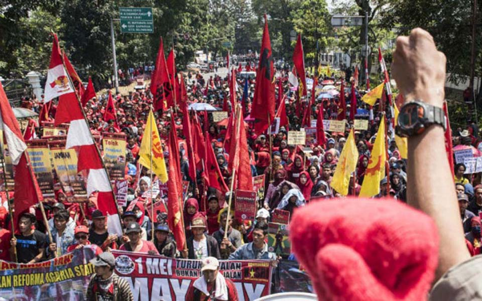 Bandung workers rally at governor's office on May Day - May 1, 2018 (Antara)