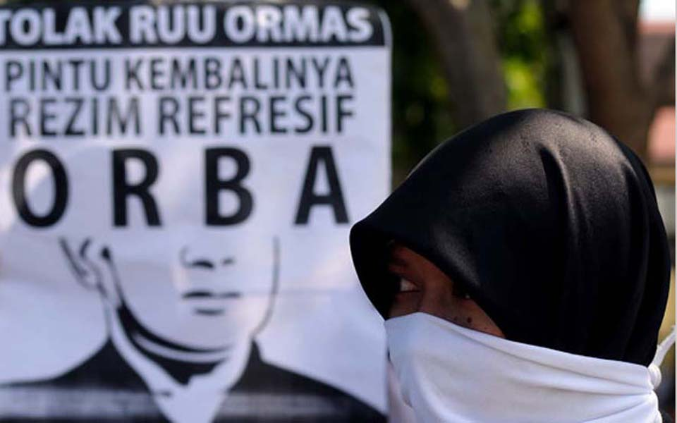 Banner reads 'Reject RUU Ormas - The Door to the Return of ORBA' (Antara)