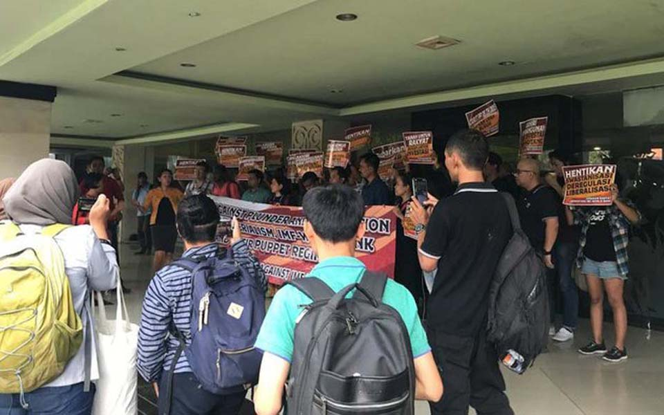 Conference participants protest at RRI Auditorum in Denpasar - October 11, 2018 (PGC)