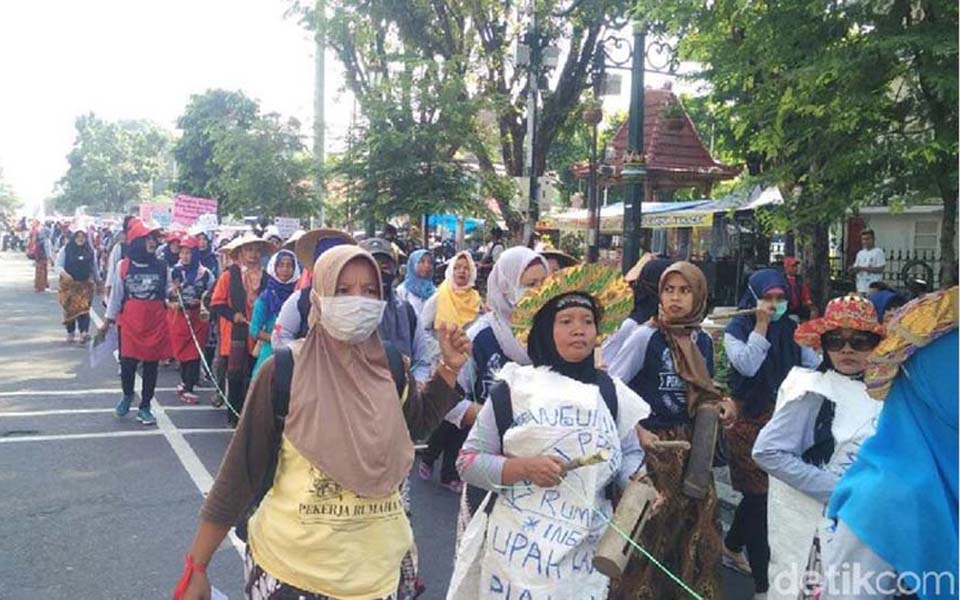 Domestic workers march through Malioboro shopping district - May 1, 2018 (Detik)
