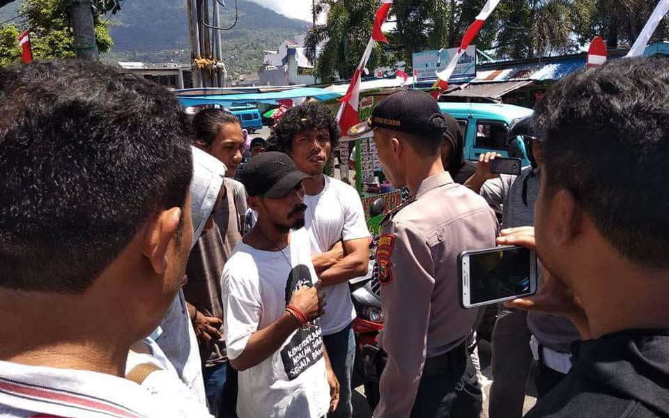FRI-WP activists negotiate with police - August 15, 2018 (FRI-WP)