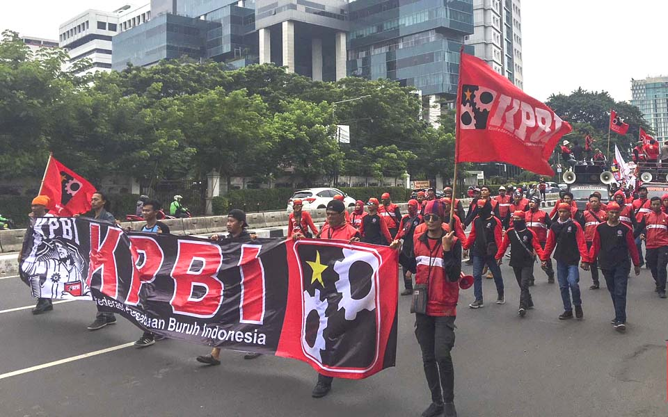 KPBI workers rally in front of State Palace – December 8, 2018 (CNN)