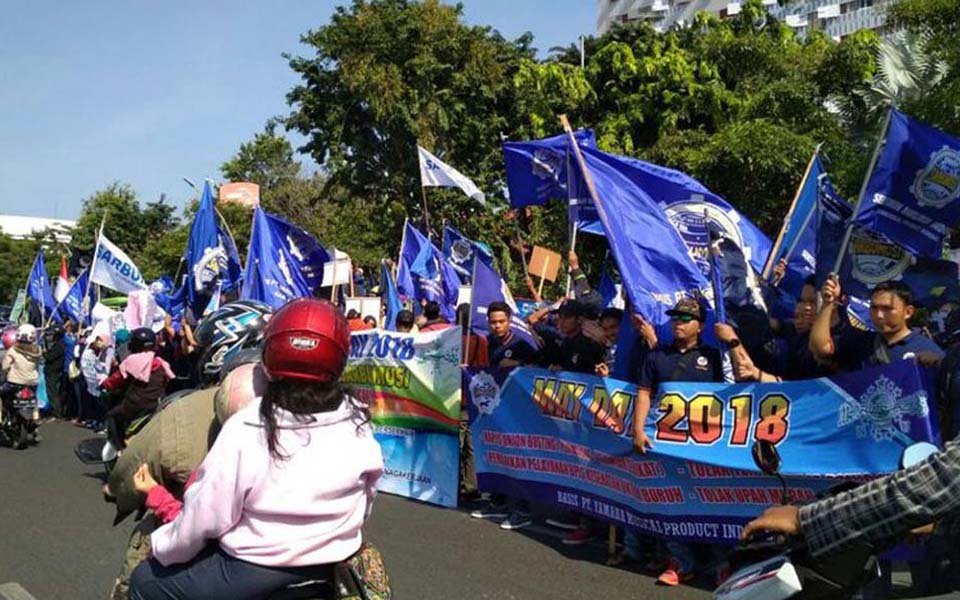 May Day rally in front of Grahadi building in Surabaya - May 1, 2018 (Kompas)