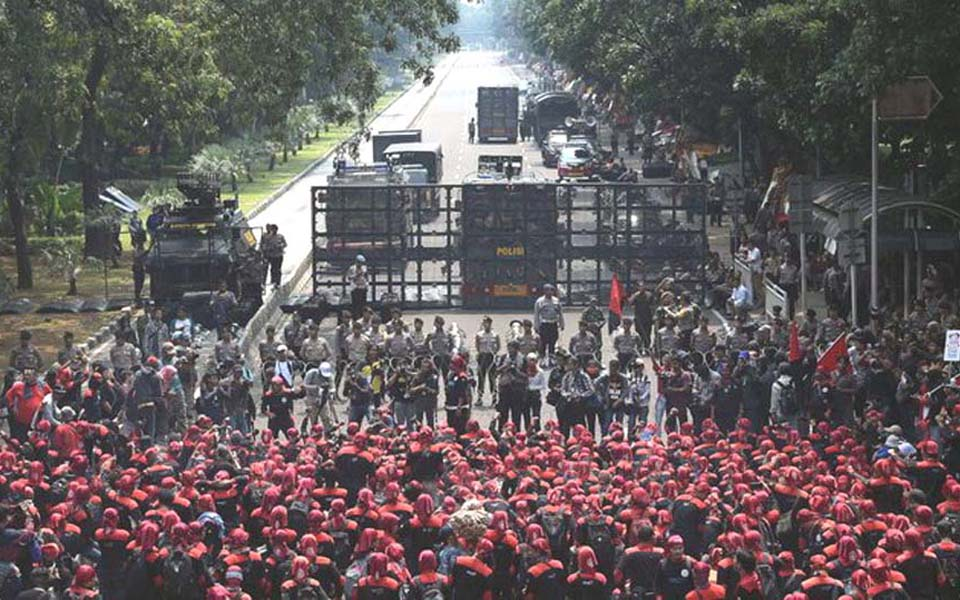 Police blockade workers rallying in Central Jakarta on May Day - Undated (Antara)