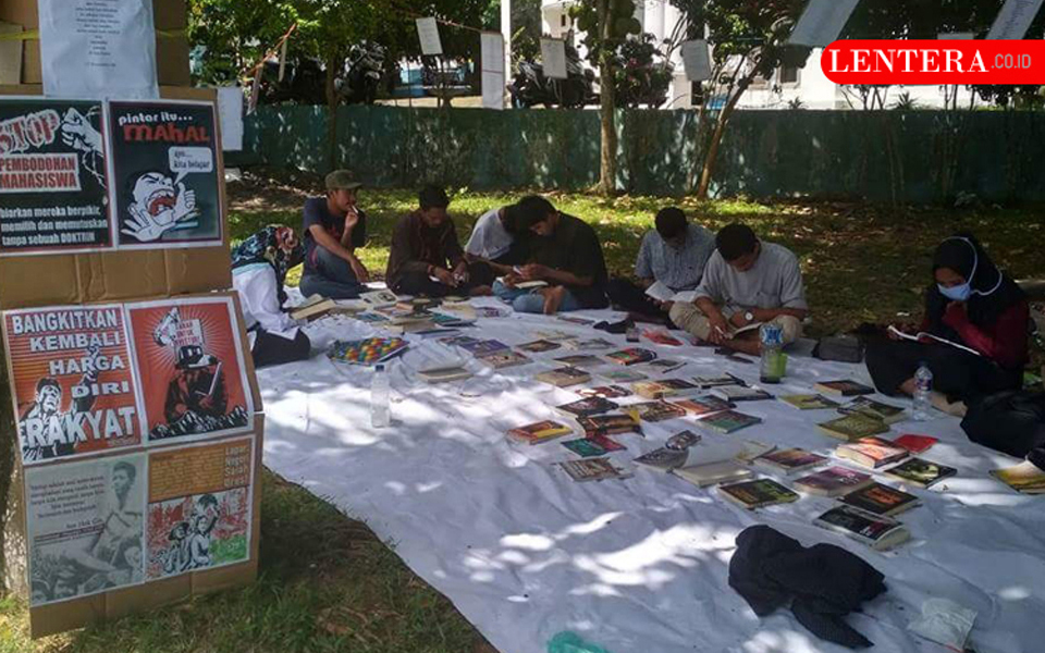 Student book stall at Muhamadiyah University - September 24, 2018 (Lentara)