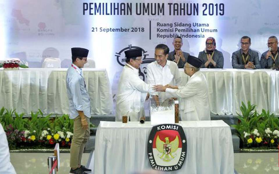 Uno, Prabowo, Widodo and Amin shake hands at KPU - September 21, 2018 (CNN)