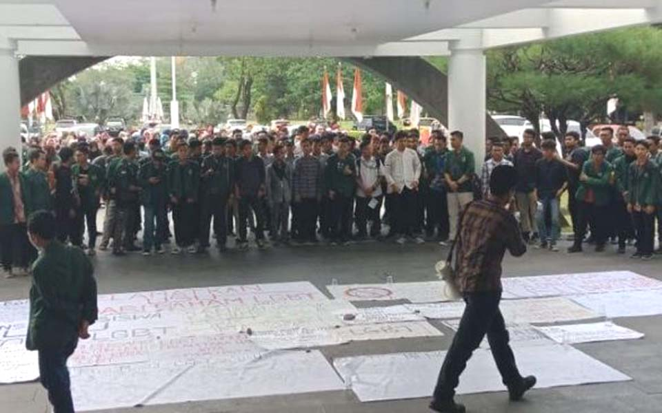Anti-LGBT protest at USU – March 29, 2019 (Intai News)