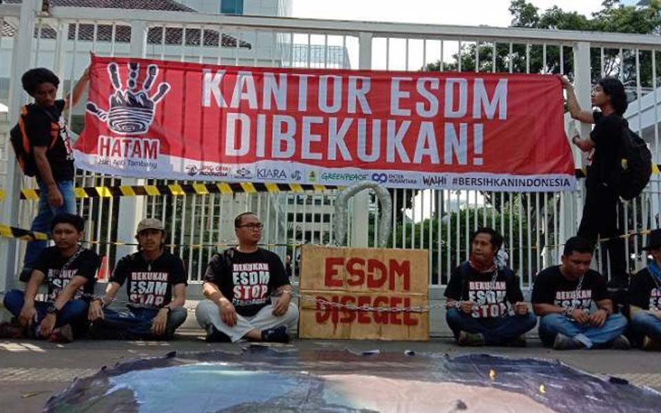 Anti-mining protest in front of ESDM offices – May 28, 2019 (KBR)