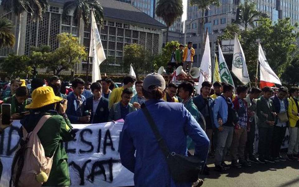 BEM SI students rally near the Horse Statue in Central Jakarta – October 21, 2019 (CNN)