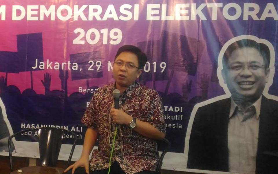 Burhanudin Muhtadi speaking at discussion in Jakarta – May 29, 2019 (Kompas)