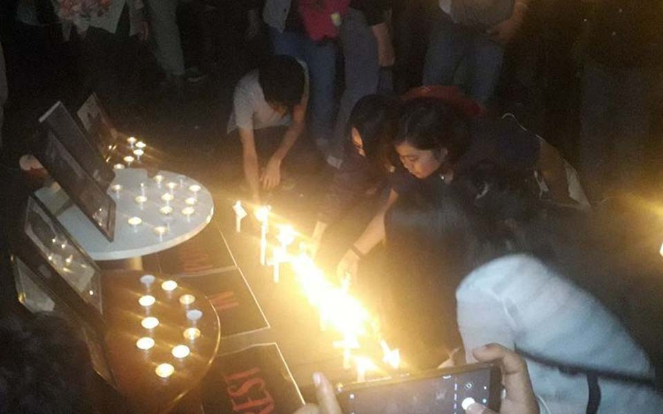 Candle lit vigil in front of the KPK building -- October 11, 2019 (Kompas)
