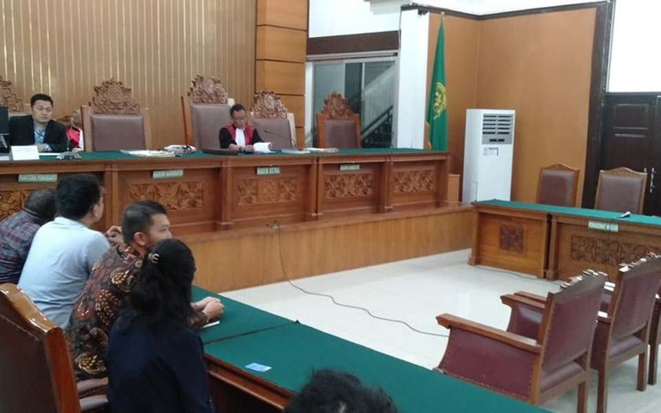Empty seats at first pre-trial suit hearing at South Jakarta District Court – November 11, 2019 (Kompas)