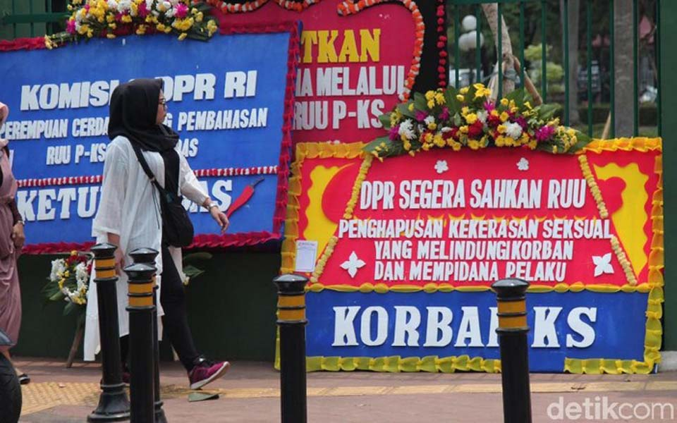 Flower boards at DPR calling for ratification of RUU-PKS – September 6, 2019 (Detik)