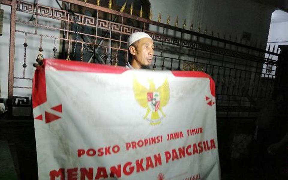 FPI member holds banner outside PRD secretariat – July 22, 2019 (CNN)