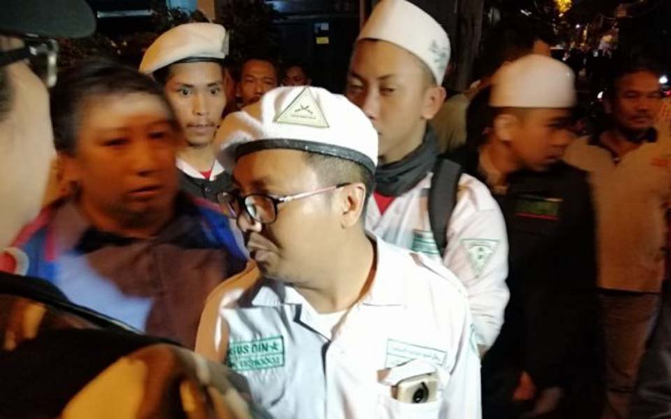 FPI vigilantes outside PRD anniversary event in Surabaya – July 22, 2019 (Suara)
