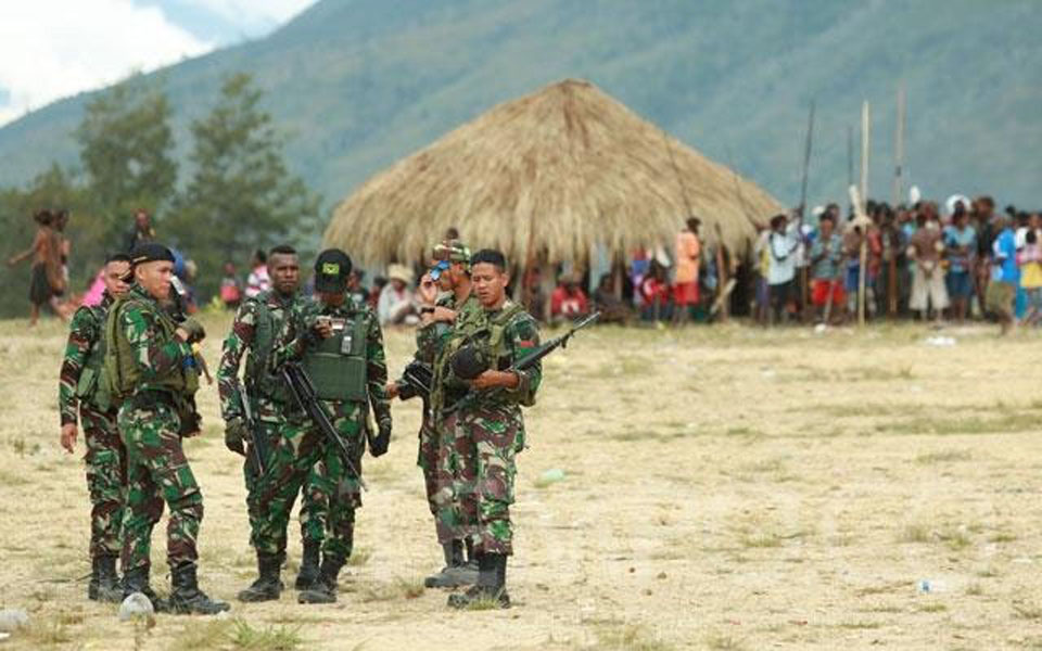 Indonesian soldiers on duty in West Papua (Tempo)