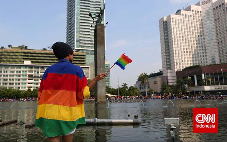 Man holds rainbow flag at Hotel Indonesia traffic circle – Undated (CNN)