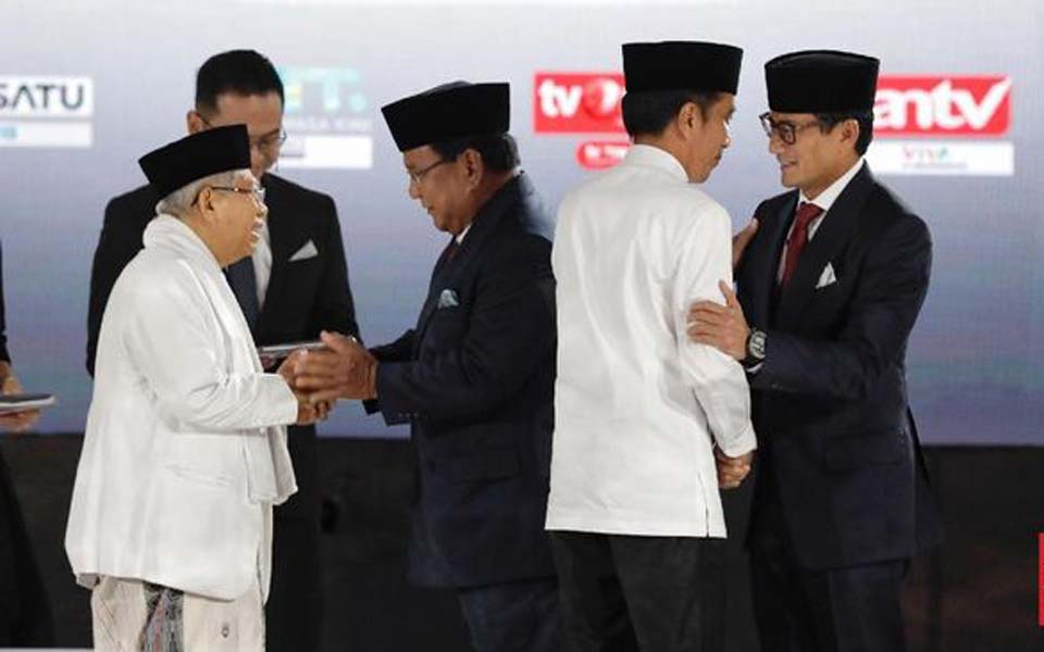 Ma'ruf, Prabowo, Widodo and Uno greet each other before presidential debate (CNN)