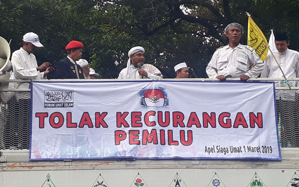 Novel Bakmumin at rally in front of KPU – March 1, 2019 (Pos Kota)
