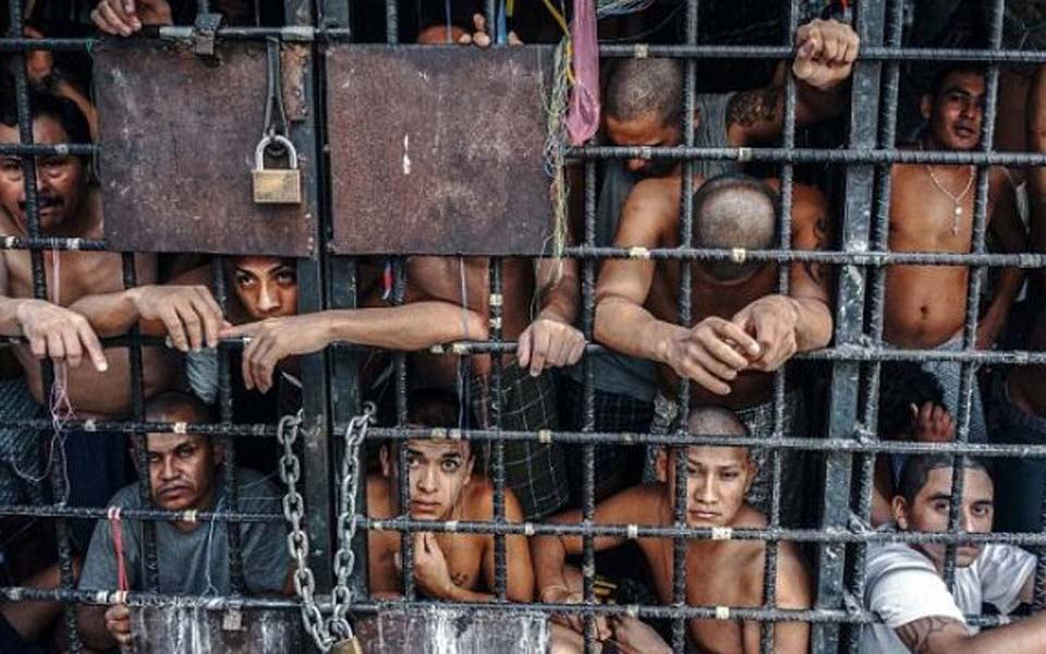 Overcrowding in Indonesian prison (Tribune)