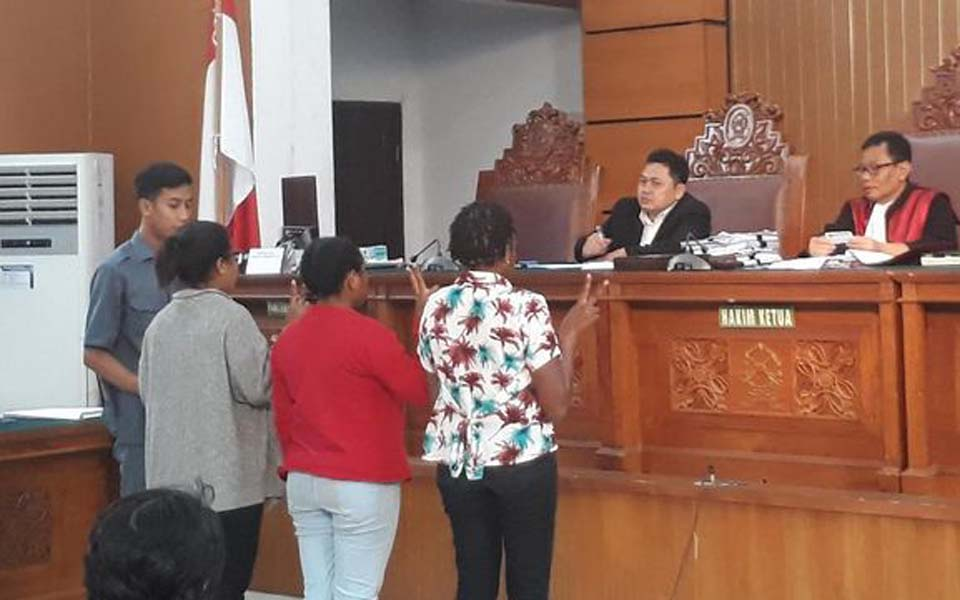Plaintiffs address court during Papuan treason suspect pretrial hearing – December 4, 2019 (CNN)