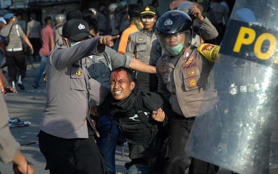 Police arrest protester during anti-government demonstration in Makassar – September 2019 (Antara)