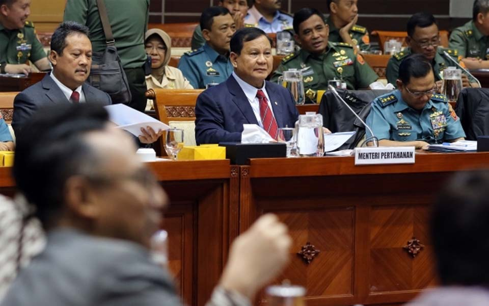 Prabowo (centre) attends working meeting at DPR – November 11, 2019 (Merdeka)