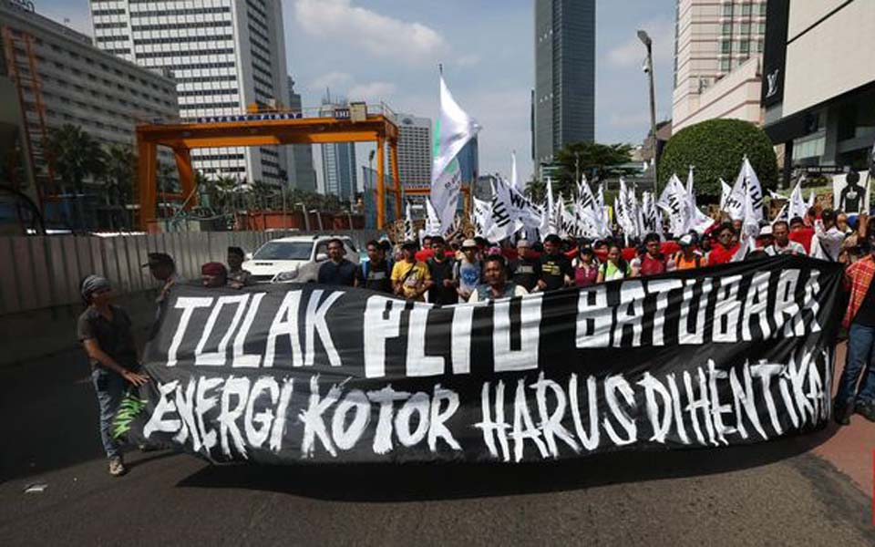 Protest against coal fired power stations in Jakarta (CNN)
