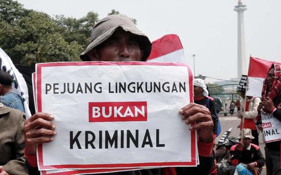 Protest in Jakarta against criminalisation of environmental activists (CNN)