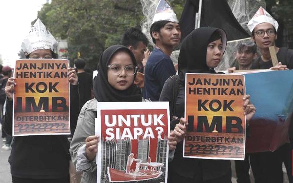 Protest against IMB for reclamation islets at Jakarta City Hall – June 24, 2019 (CNN)