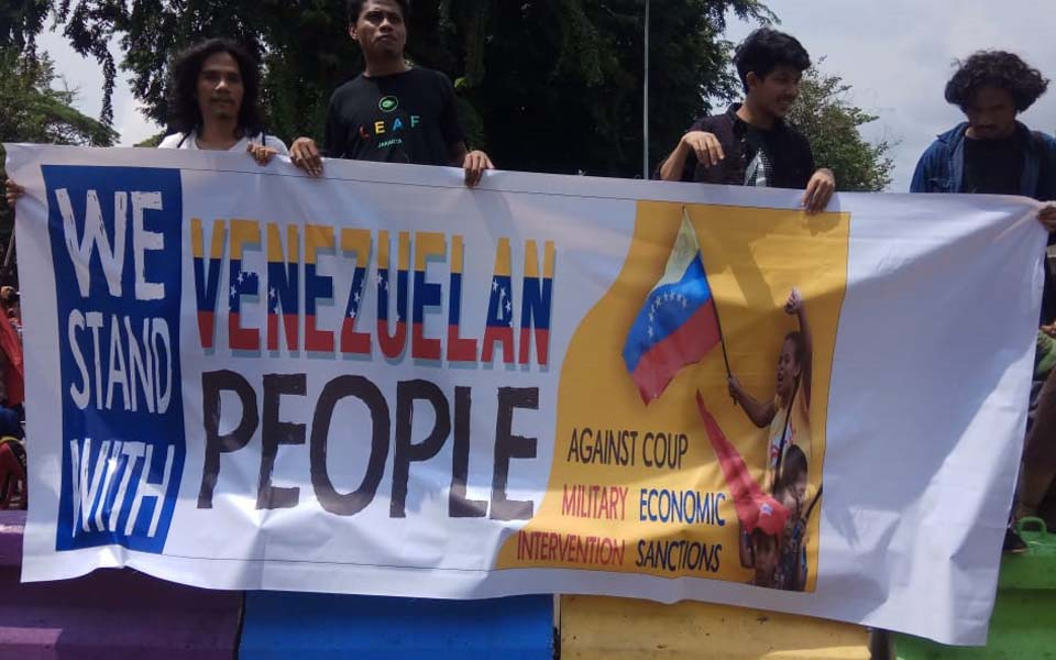 Protest in solidarity with Venezuela (Arah Juang)
