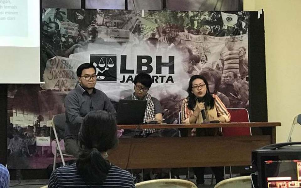 Ratna Bantara Mukti speaking at LBH press conference – February 6, 2019 (Kompas)