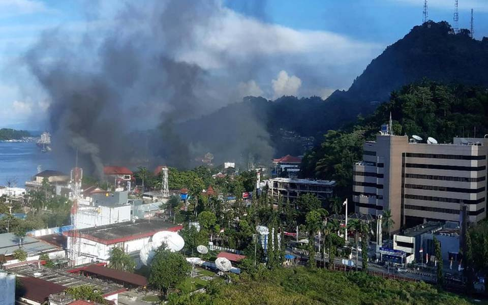 Smoke rises from fires during protests in Jayapura – August 29, 2019 (Antara)