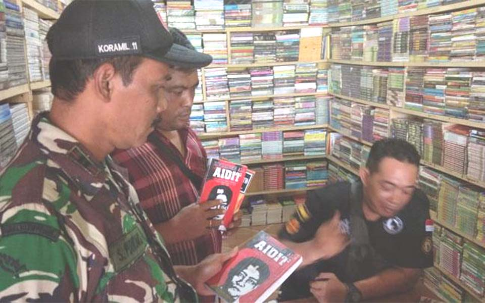 Soldiers raid bookshop in Kediri – December 26, 2018 (Tempo)