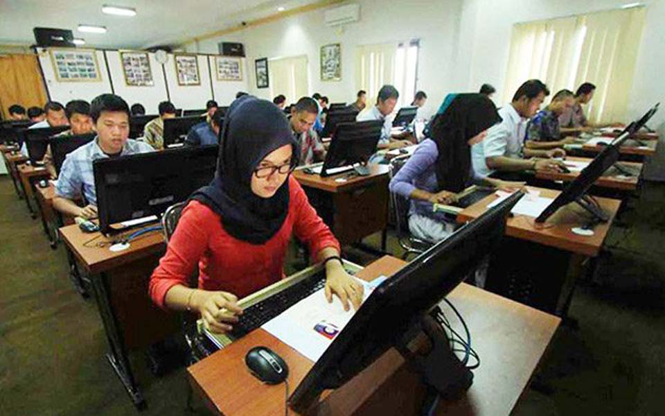 State civil service applicants entrance exam (Jawa Pos)