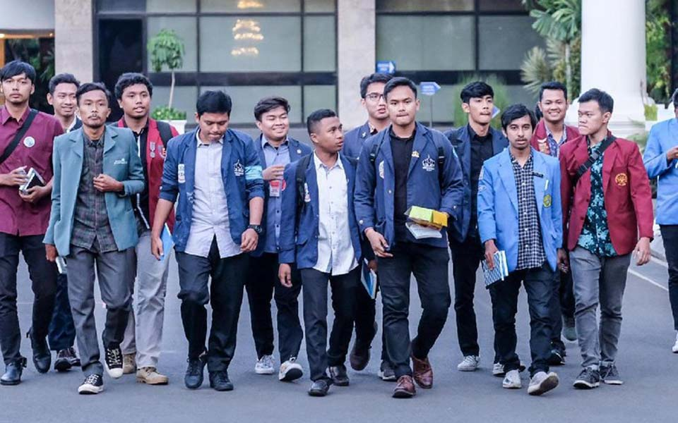 Students after meeting with Moeldoko at State Palace – October 3, 2019 (Detik)