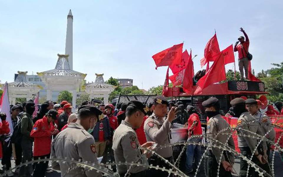 Students and workers protest in Surabaya – October 28, 2019 (CNN)