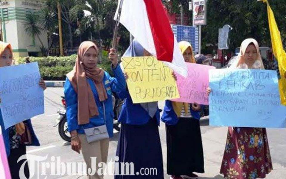 Students commemorate IWD in Jombang – March 8, 2019 (Tribune)