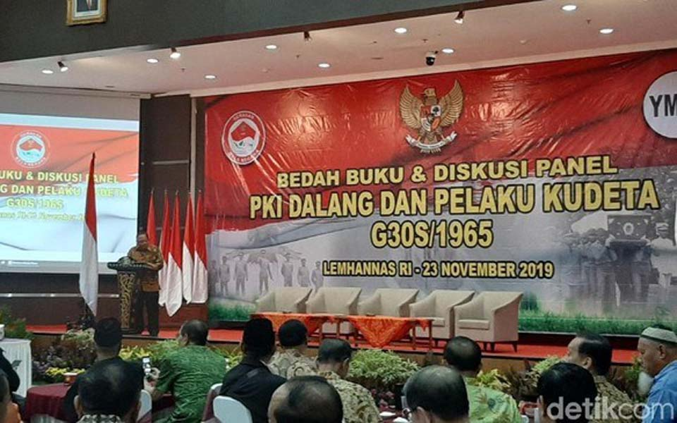 Tri Legionosuko (far left) reading out Prabowo's greetings – November 23, 2019 (Detik)