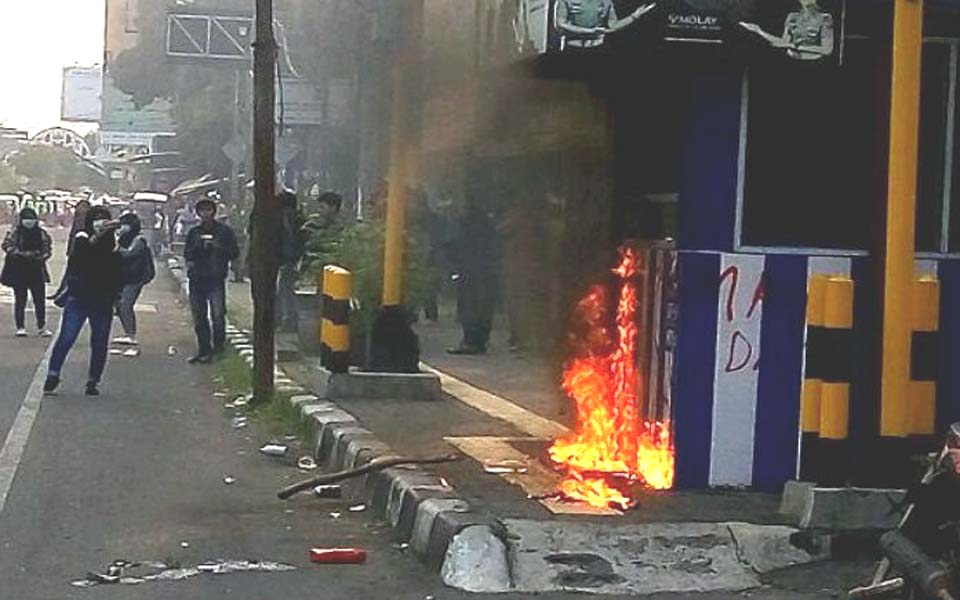 UIN students set fire to police post on May Day – May 1, 2019 (Tagar)