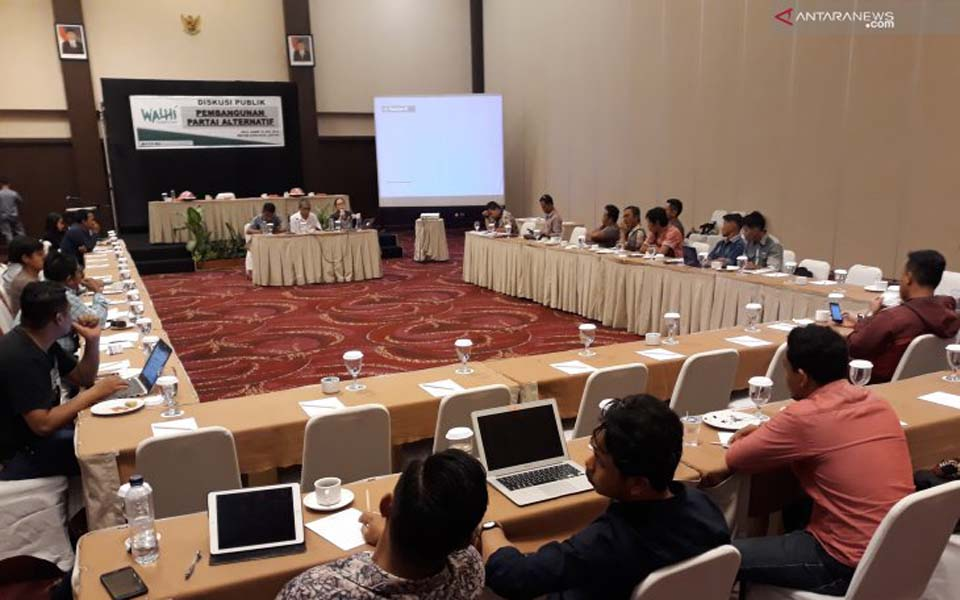 Walhi meeting in Palu to discuss formation of Green Party – July 16, 2019 (Antara)