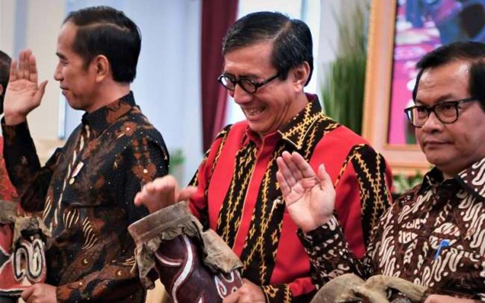 Widodo (left) with Laoly and Cabinet Secretary Pramono Anung – September 2, 2019 (Antara)